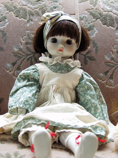 doll-63398_640